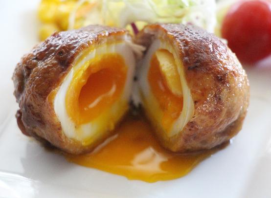 半熟卵の豚肉巻き